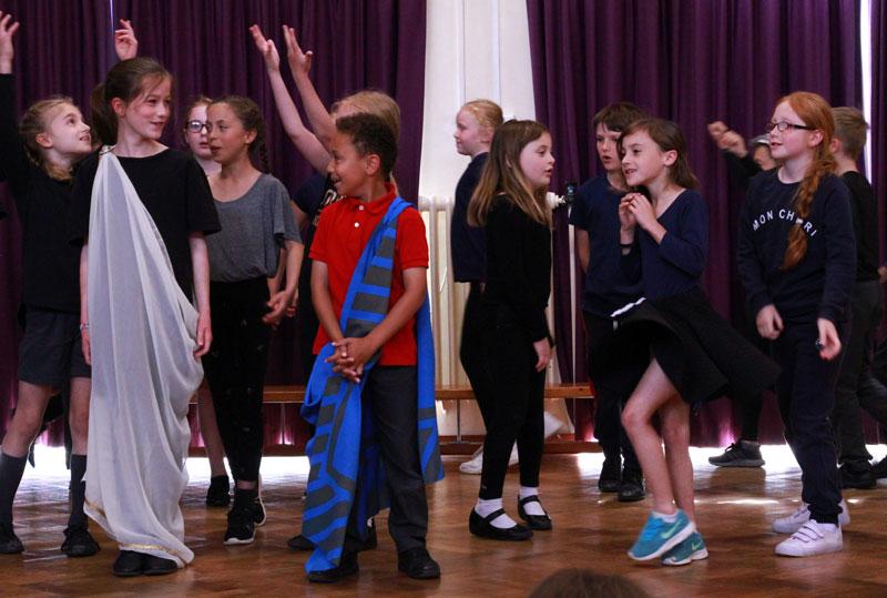 Orfeo-2-1276-O-and-E-and-dancers